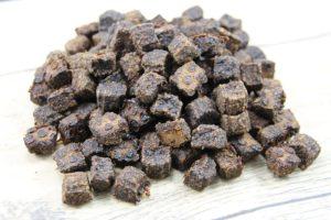 Hundefutter und Kauartikel - Fleischwürfel Kauartikel Hundeleckerlie getreidefrei